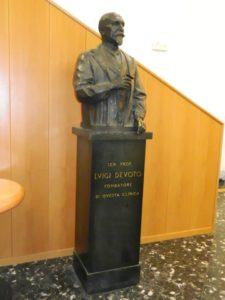 Luigi Devoto - busto